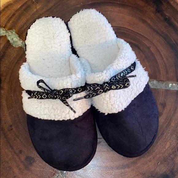 isotoner Shoes - Isotoner US Size 8.5-9 slip-on slippers black